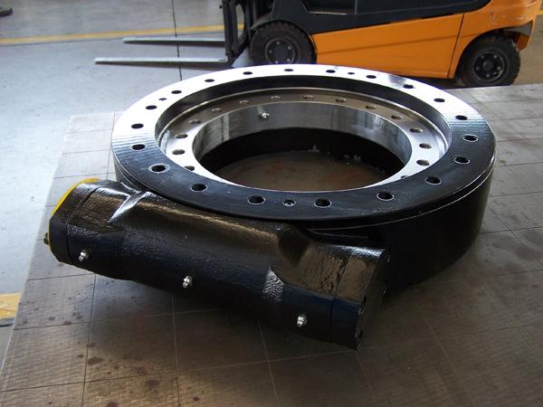 опорное поворотное кольцо комбинированное с червячным встроенным редуктором